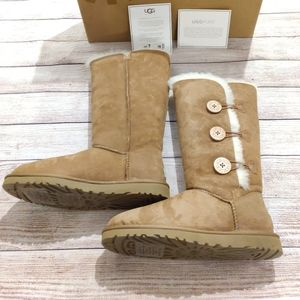 Brand new W bailey button tripplet Uggs boots